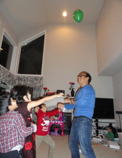 Bimbi playing balloons with our friends' kids